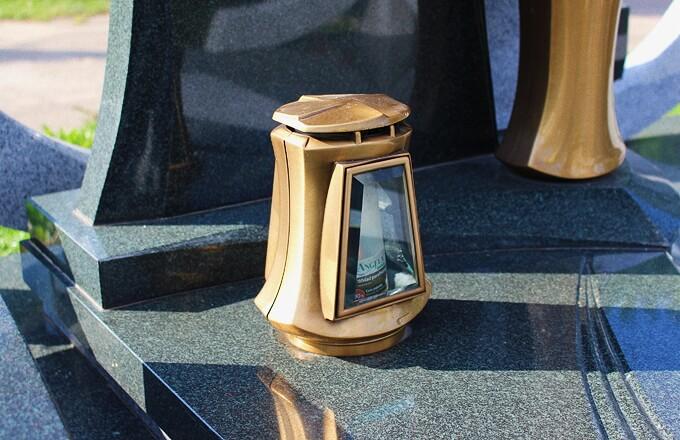 Бронзовый крест на памятник
