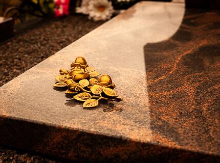 Бронзовый цветок на памятник