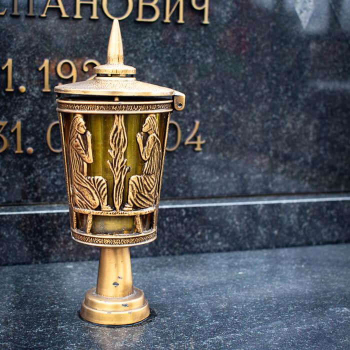 Лампада бронзовая Caggiati, смонтированная на памятнике
