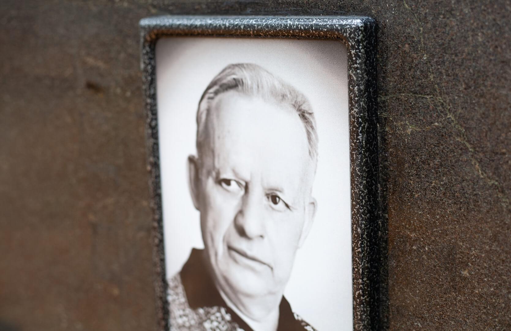 Фотомедальон в Минске на памятнике, кладбище Северное