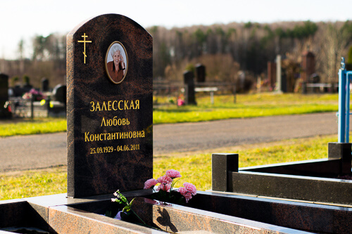 Дешевые памятники на могилу от компании Гранитное Дело