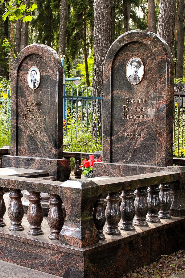 Фото двойных памятников из карельского гранита