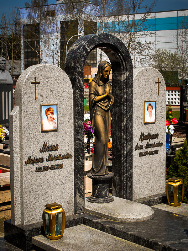 Комбинированные двойные памятники на могилу