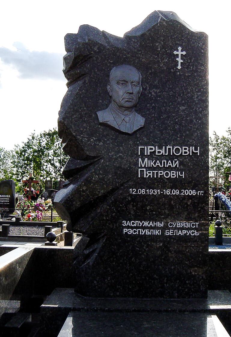 Фигурный памятник - фото на кладбище