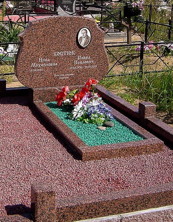 Памятники горизонтальные на минском кладбище