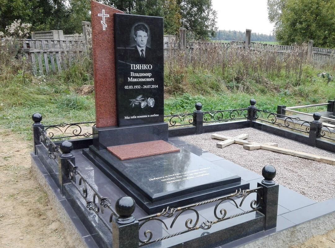 Комбинированные памятники из гранита в Минске