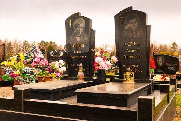 Гранитный комплекс на могилу в Минске