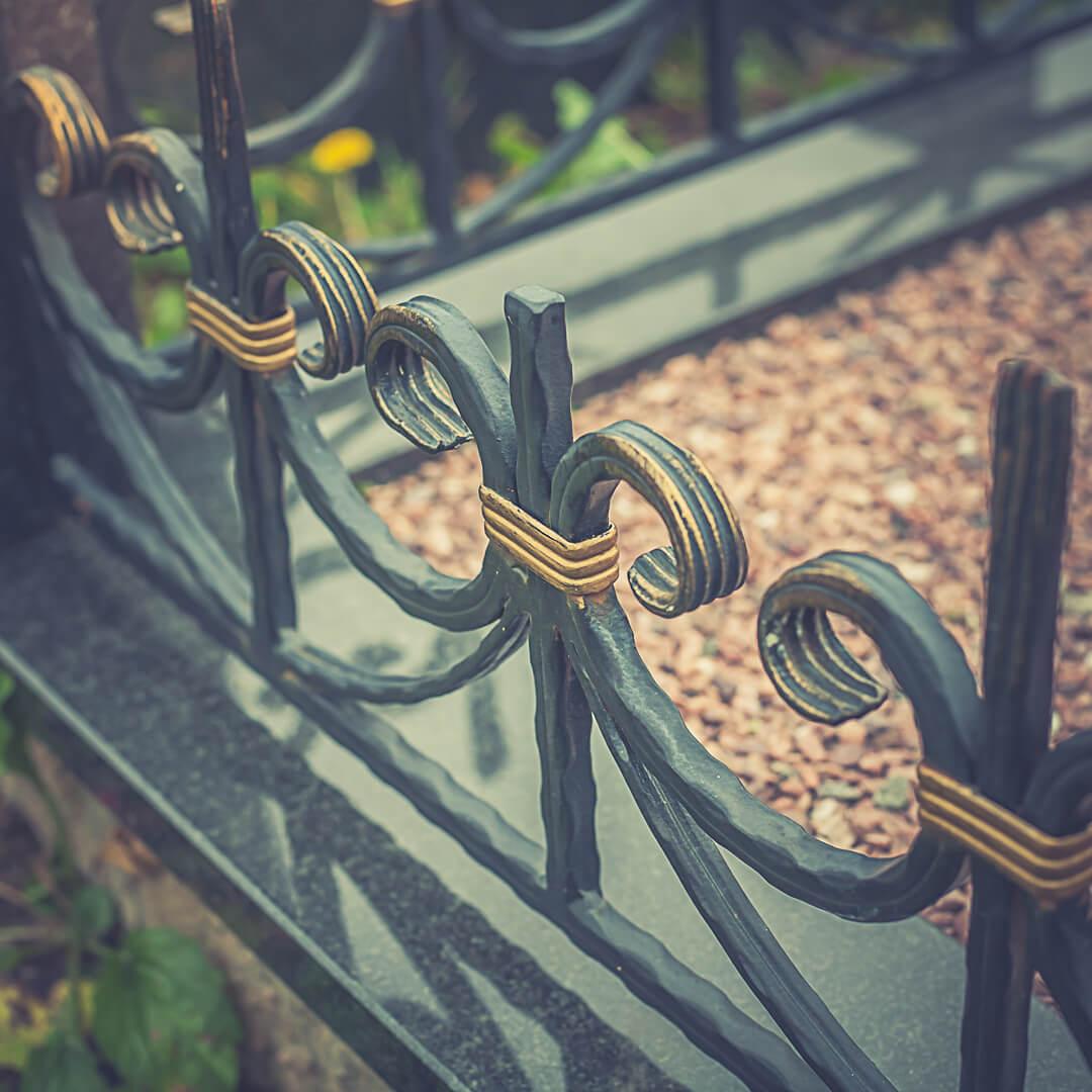 Кованые оградки на могилу - фото наших работ в Минске