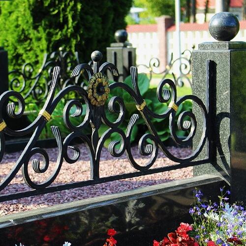 Ковка: ограды на кладбище