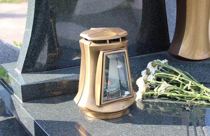 Гранитная лампада на могилу