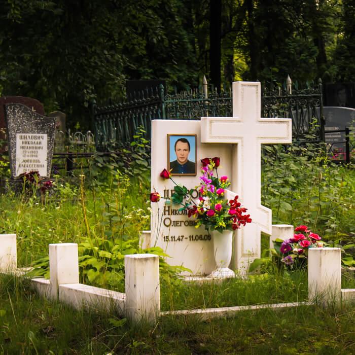Спецпредложение на мраморные памятники с доставкой и установкой в Минске