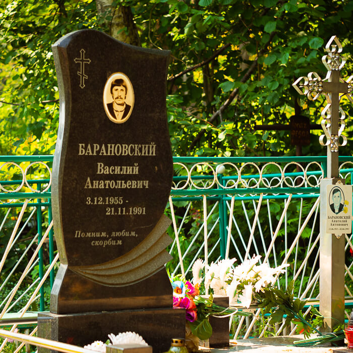 Одиночные памятники из гранита с установкой на кладбищах Минска и Минского района