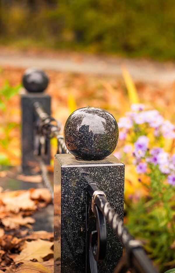 Памятник и ограда из гранита – Минск, Западное кладбище