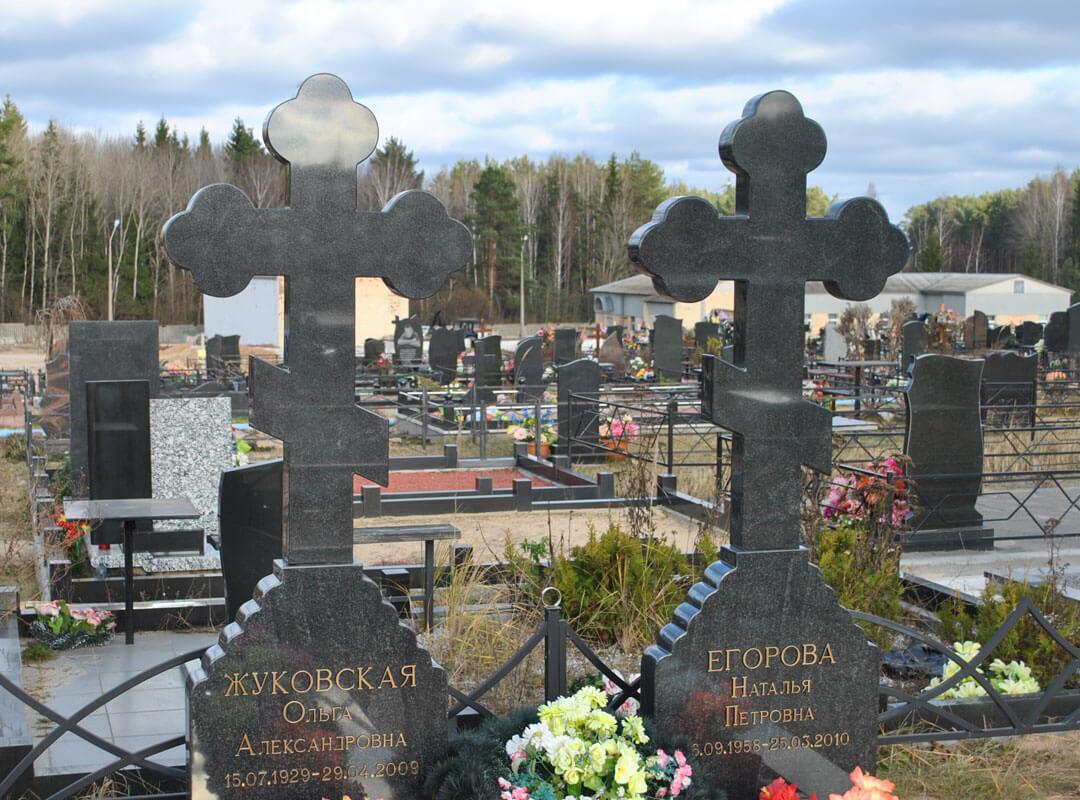 Православный крест на памятнике