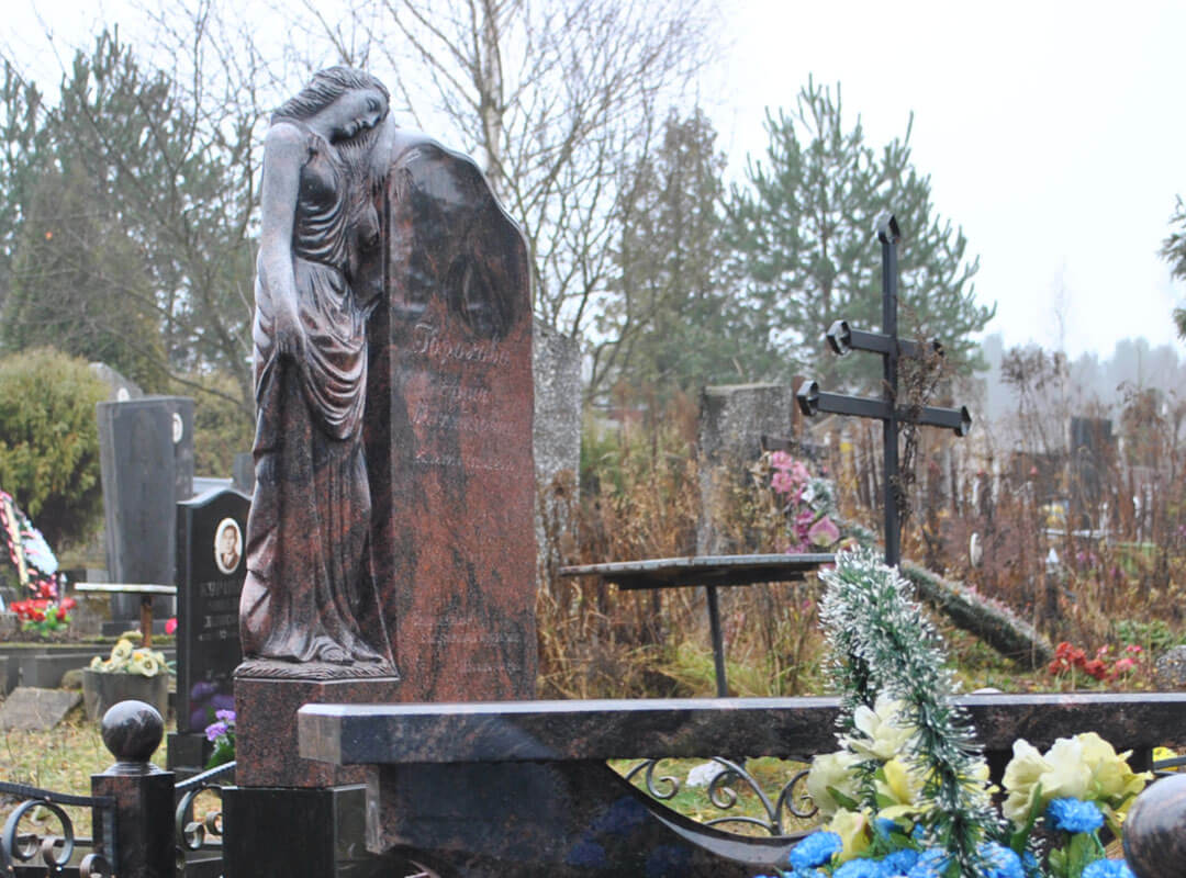 Памятники с ангелами - фото и цена