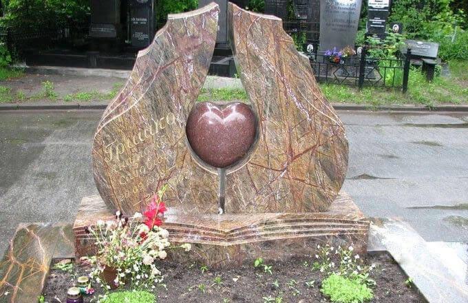 Мраморные памятники на могилу