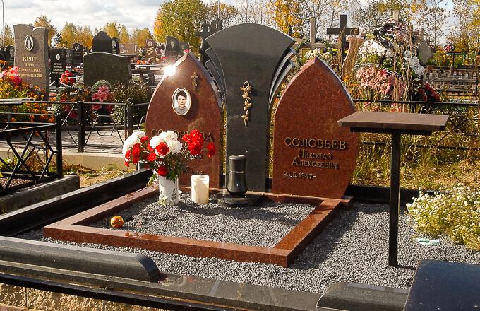 Памятники на двоих часто выполняются со сложным резом