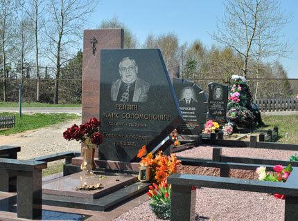 Фото памятников на кладбище