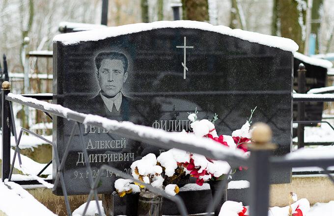 Тройные памятники на могилу, фото на кладбище в Минске