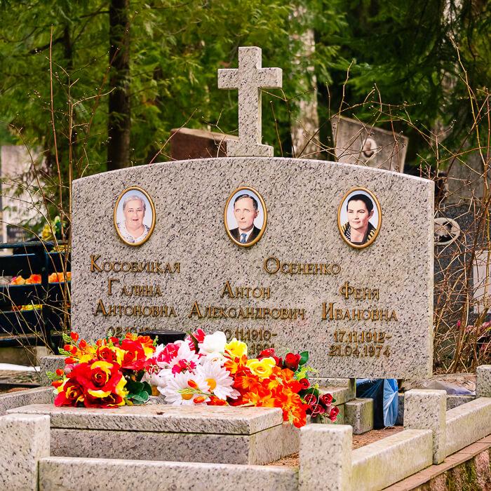 Памятник на троих человек, фото работы, выполненной специалистами компании Гранитное Дело