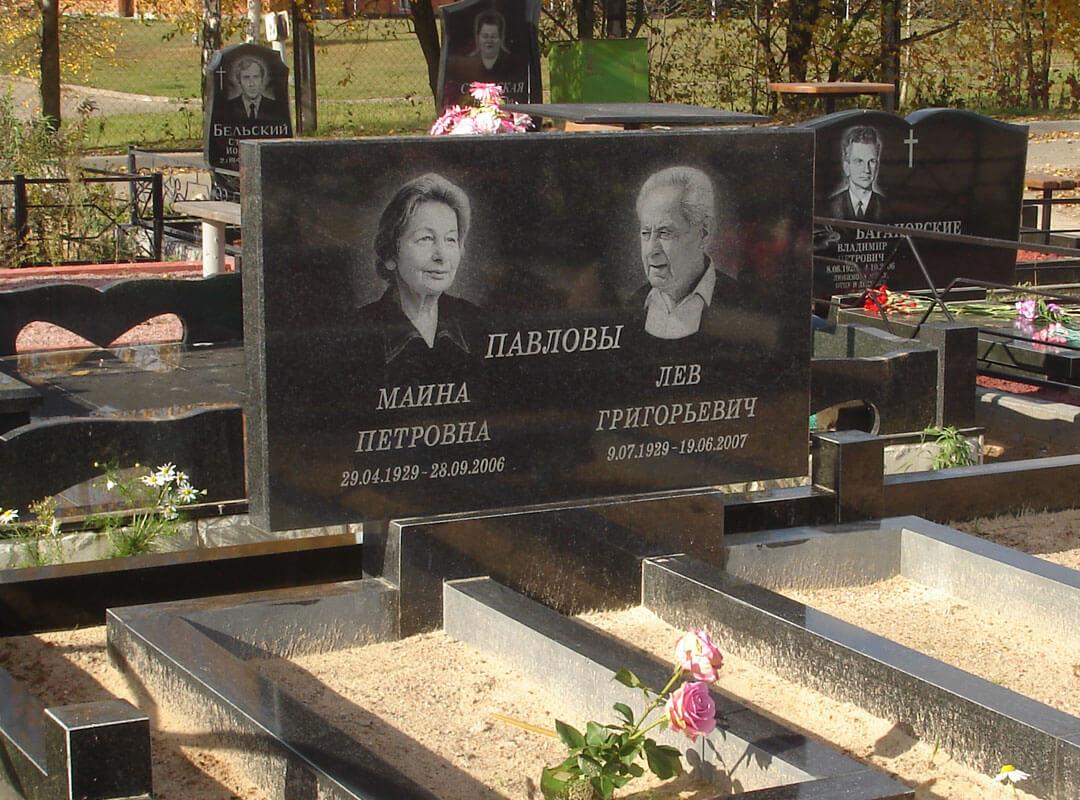 Памятники на могилу дешево с художественным оформлениеv и гравировкой