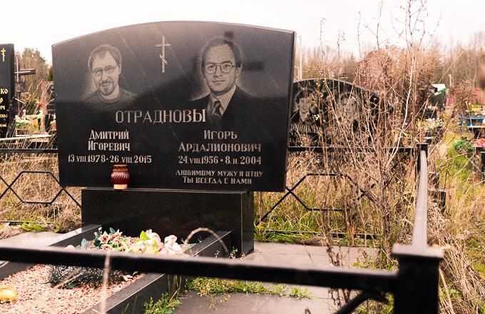 Двойные памятники из гранита, фото выполненной нами работы