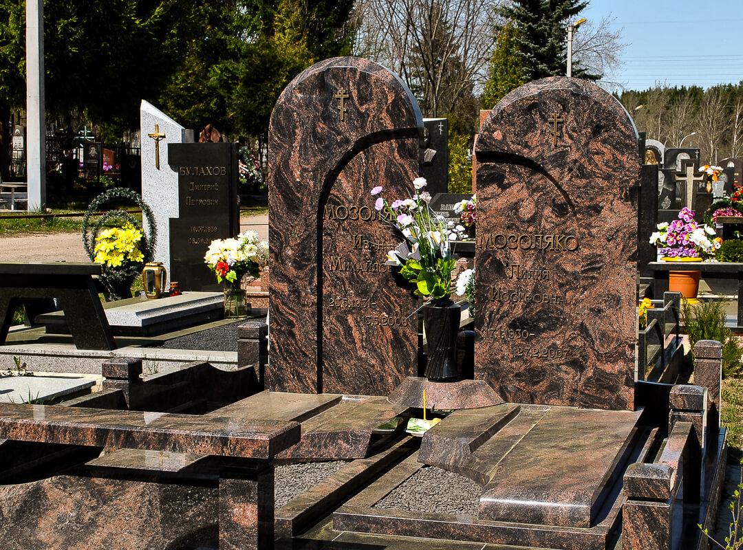 Семейные надгробные памятники в Минске от компании Гранитное Дело