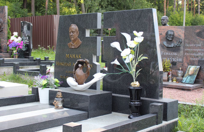 Статьи и публикации о памятниках на кладбище