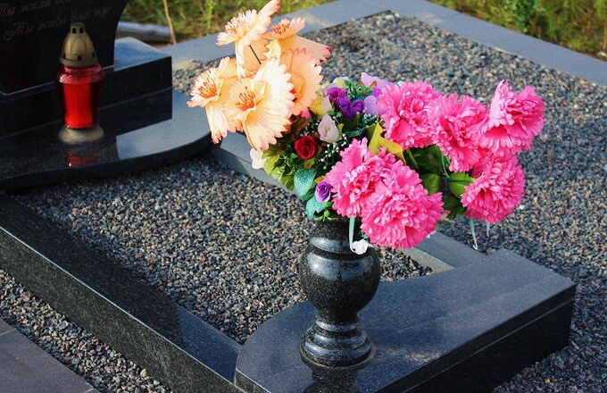 Цветник под памятник по выгодной цене