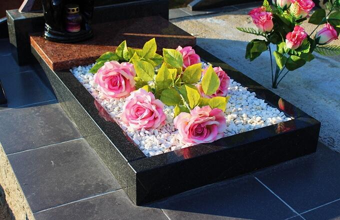 Цветники на могилу из гранита