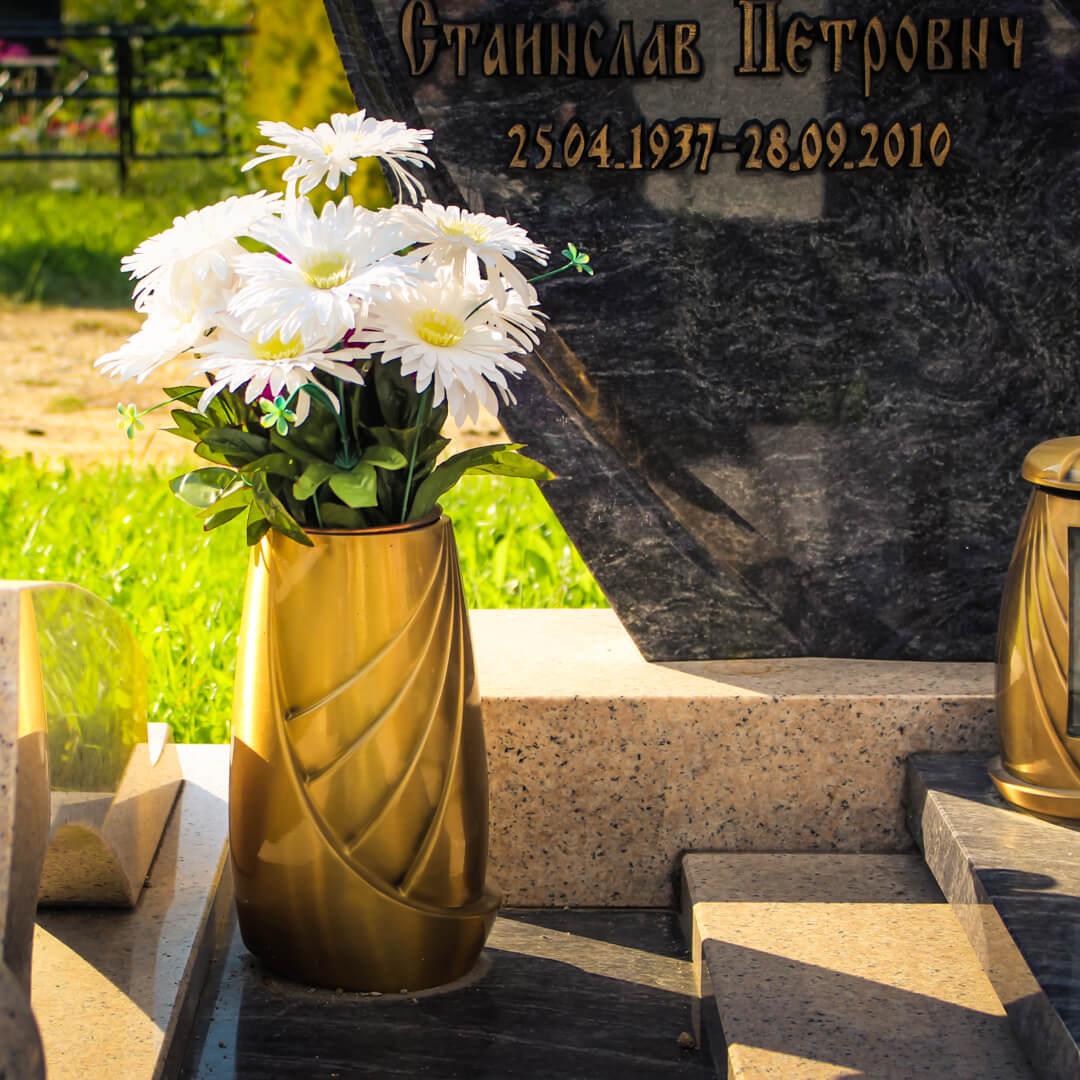 Ваза на могилу из бронзы