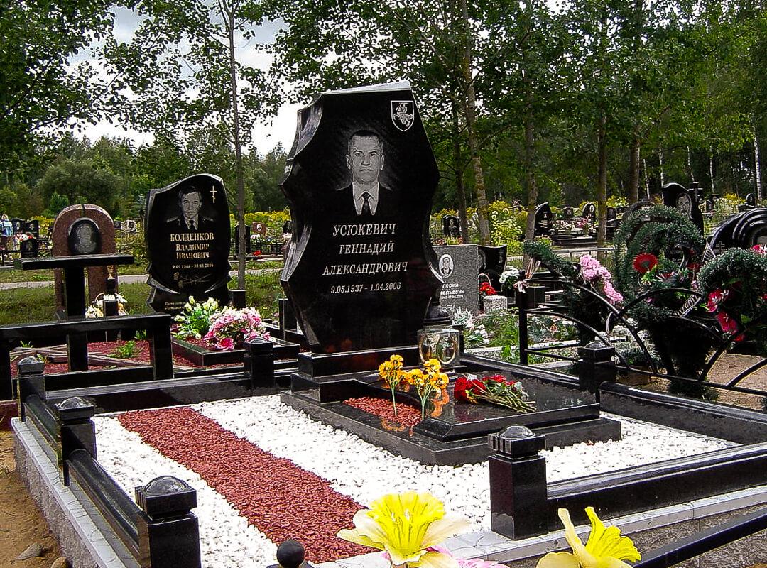 Вертикальные памятники, фото нашей работы на Северном кладбище в Минске